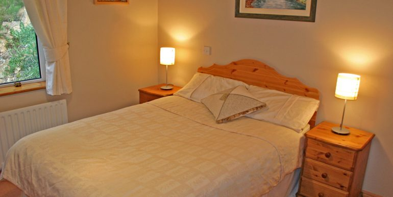 213_bedroom1a