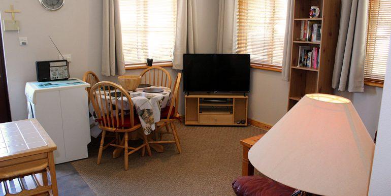 305_sittingroom