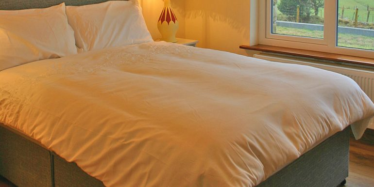 320_bedroom1