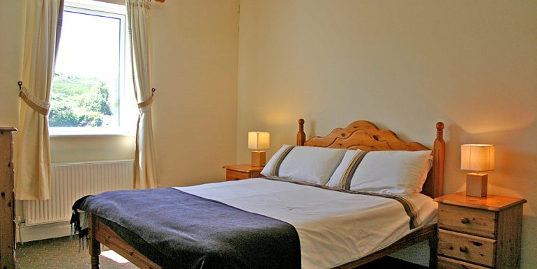 325_bedroom1