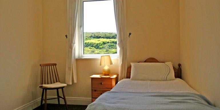 325_bedroom2