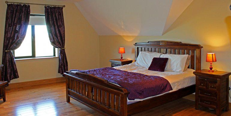 334_bedroom2