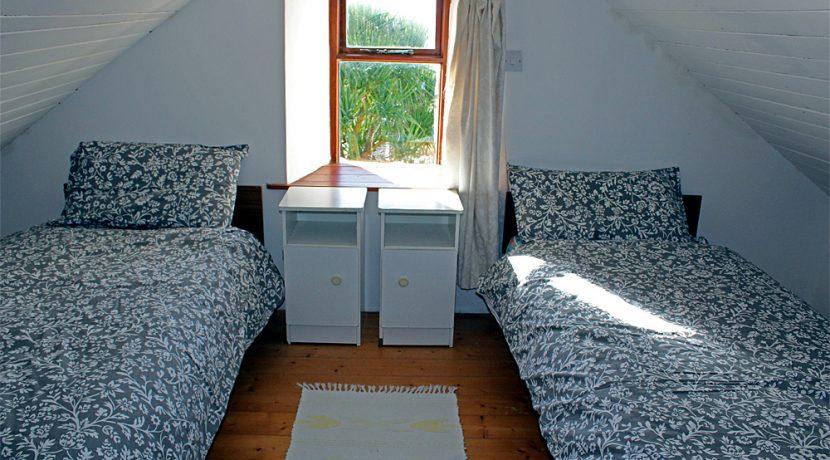 338_bedroom1
