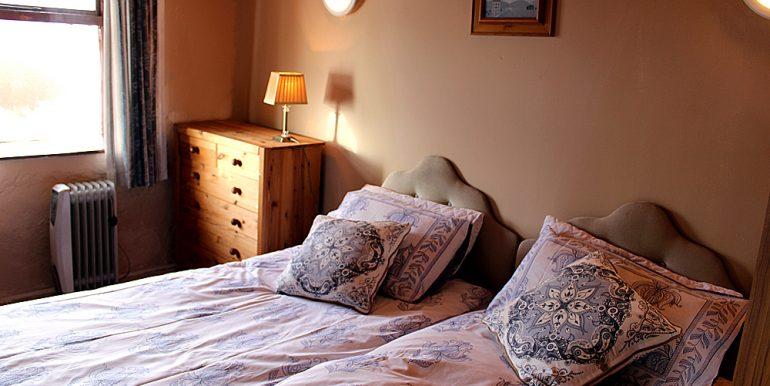 338_bedroom2
