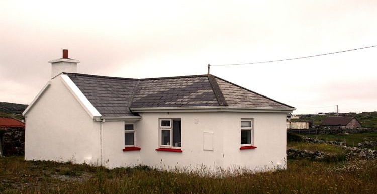 340_ballyconneely_cottage_oside