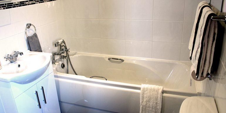 348_renvyle_cottages_bathroom1