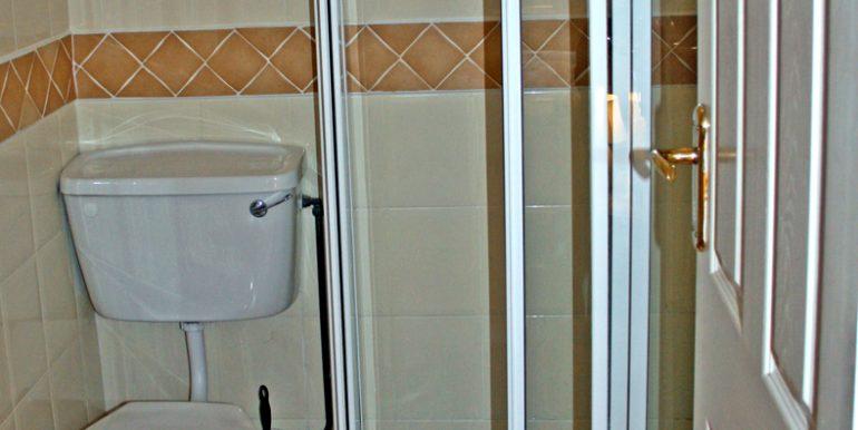 352_bathroom2