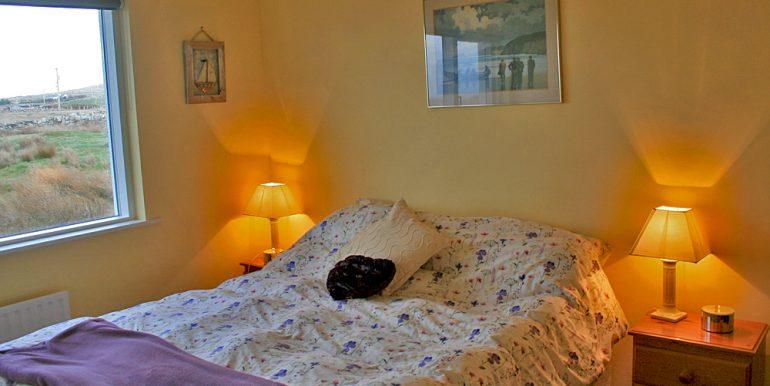 057_bedroom2