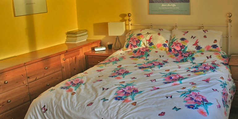 057_bedroom3