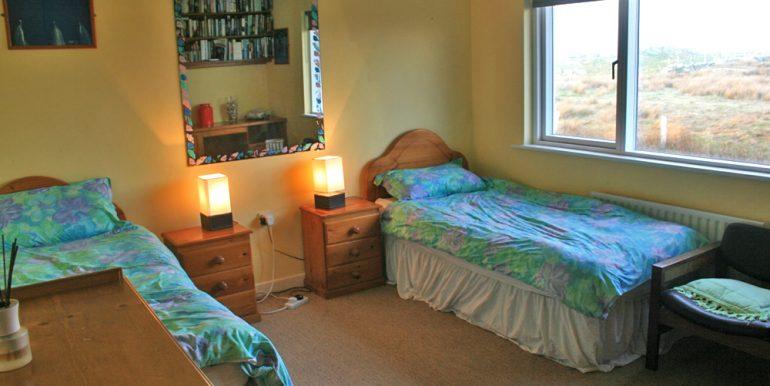 057_bedroom4