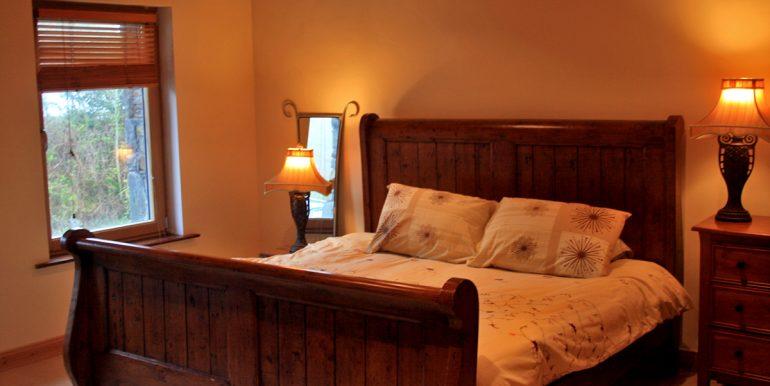 inside_355_leenane_bedroom4
