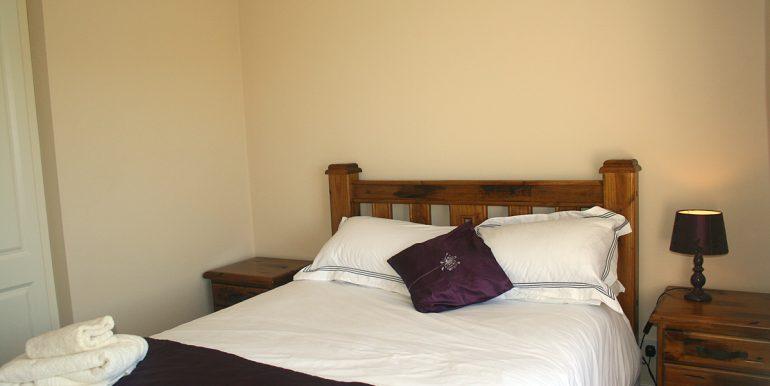 365_bedroom1