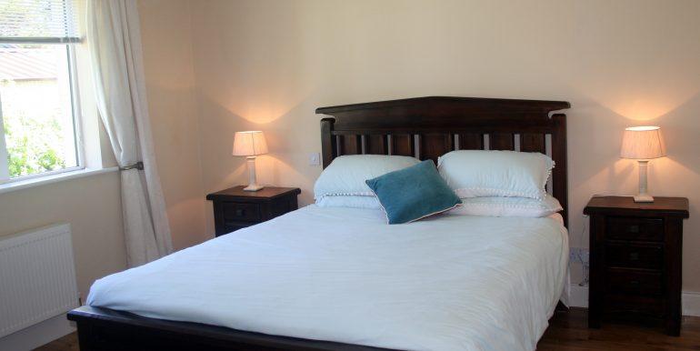 365_bedroom2