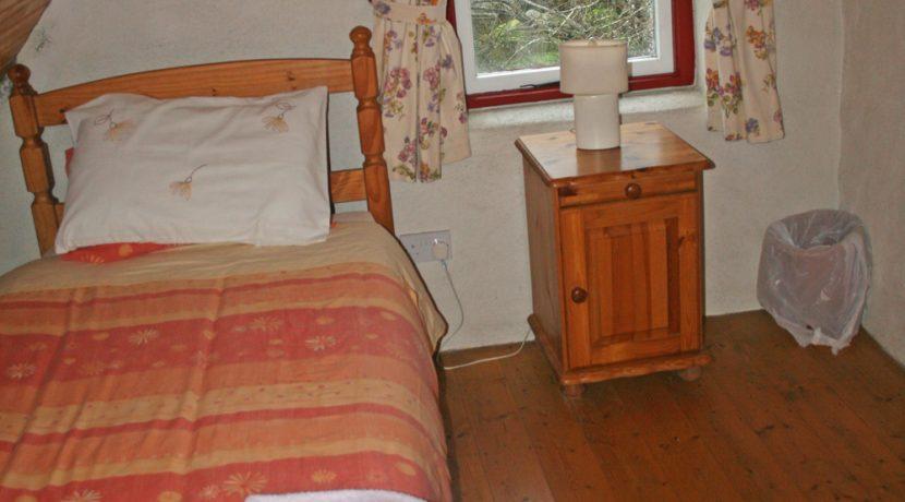 368_bedroom2