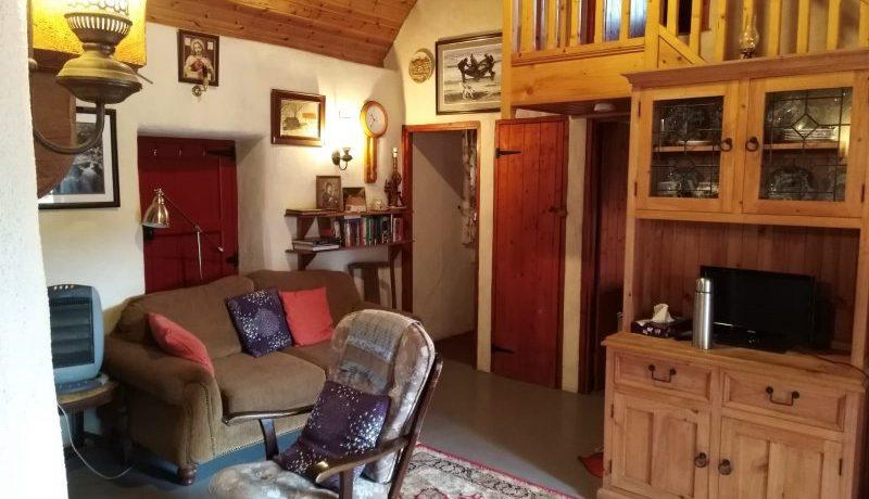 lg-1554886544-living_room