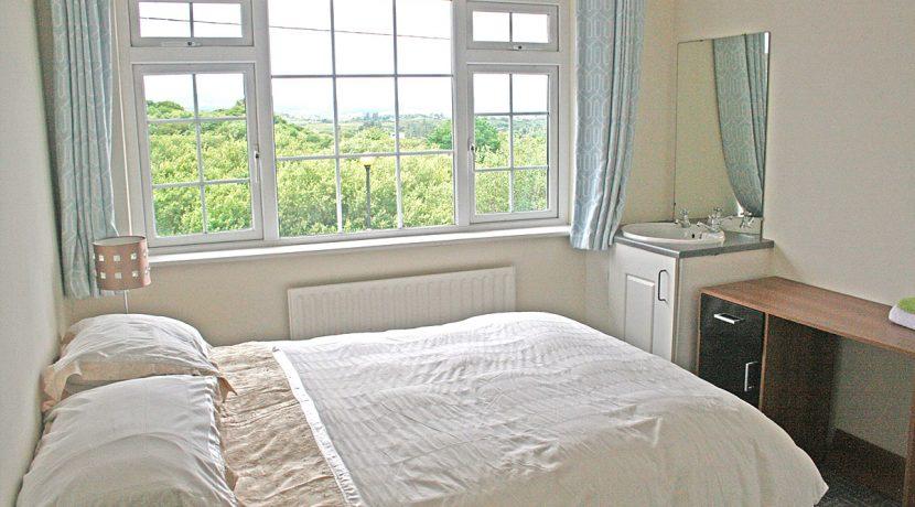 373_bedroom2