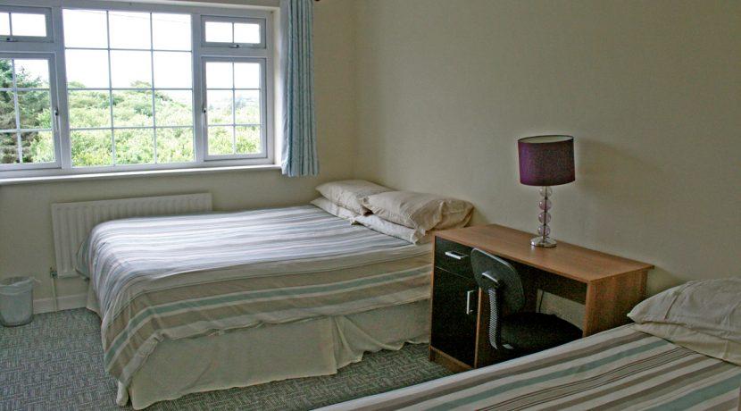 373_bedroom3