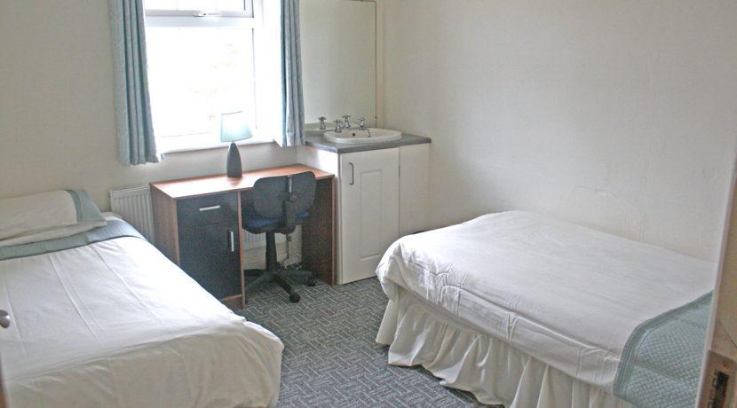 373_bedroom4