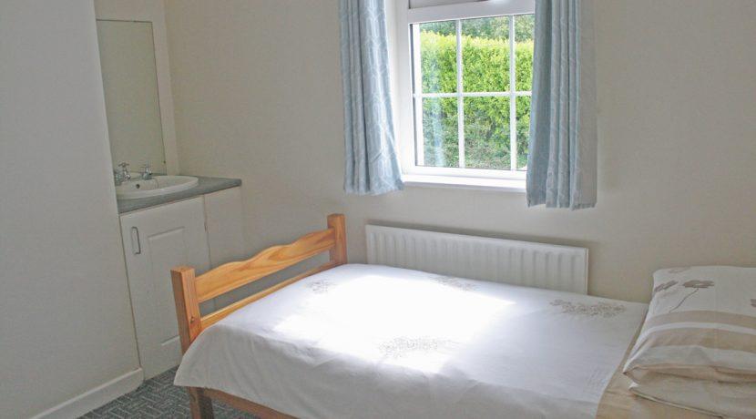 373_bedroom5