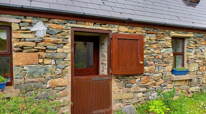 386_lettergesh_front door