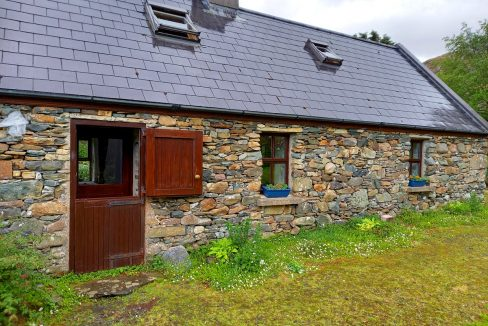386 lettergesh holiday cottages near Glassillaun Beach